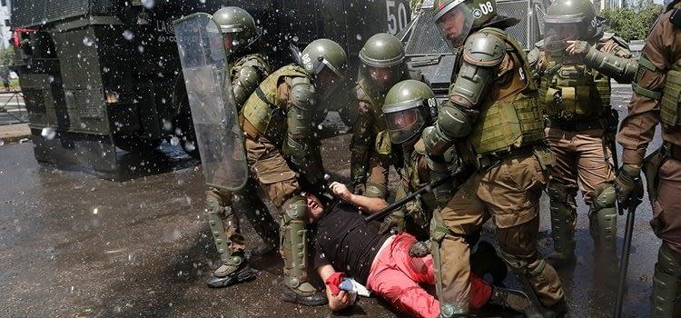 estallido carabineros 2 - Voto disidente en fallo de Corte de apelaciones reconoce crimenes de lesa humanidad en Chile - megafonopopular.cl - noticias independientes